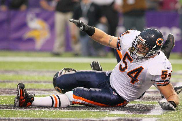 Brian Urlacher's Knee Injury Is Now a Major Concern for the 2012 Season