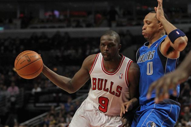 Luol Deng Avoiding Wrist Surgery Is Huge for Chicago Bulls Without Derrick Rose