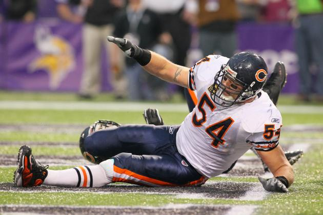 Chicago Bears Camp Wrap Up: Urlacher's Knee, O-Line Questions & WR Depth