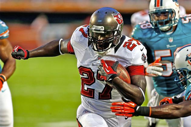LeGarrette Blount: Tampa Bay Buccaneers RB Exits Game with Apparent Knee Injury