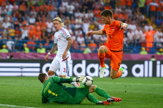 Liverpool FC: 3 Transfer Targets for 3 Transfer Days, Klaas-Jan Huntelaar
