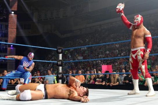 WWE: Sin Cara and Rey Mysterio in Same Storyline Could Lead to Great Things