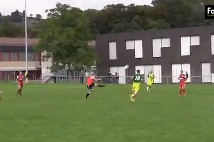 Keeper Launches 80-Yard Goal