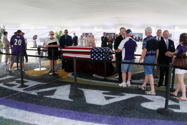 Fans Pay Respects to Modell at Ravens' Stadium