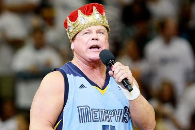 Jerry 'The King' Lawler Collapses Ringside