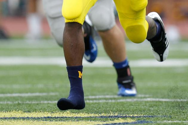 Denard Robinson: Why Can't Michigan QB Keep His Shoes on During Games?