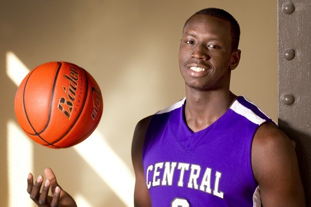 Louisville Basketball: Power Foward Akoy Agua Commits to the Cardinals