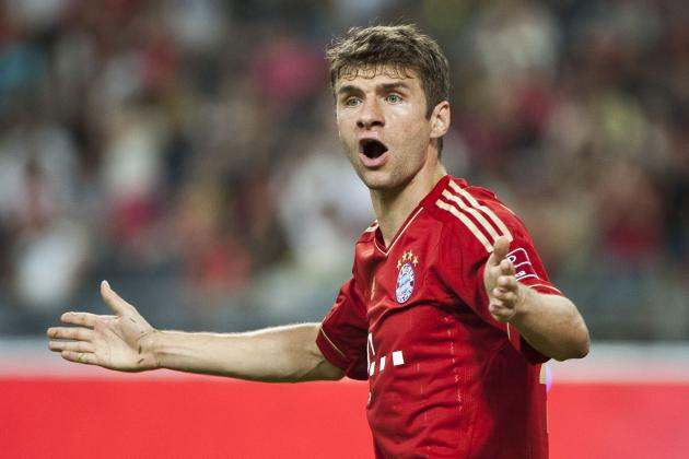 Bayern Sting Schalke 2-0 to Stay Top, Dortmund Tumble