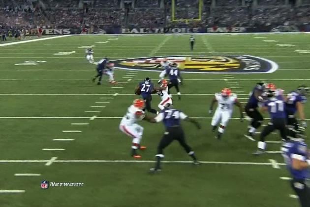 Ray Rice Hits Craig Robertson with a Vicious Stiff Arm