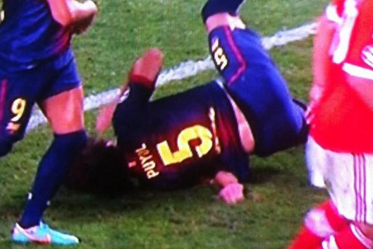 Ouch! Carles Puyol suffers arm injury with awkward fall v Benfica