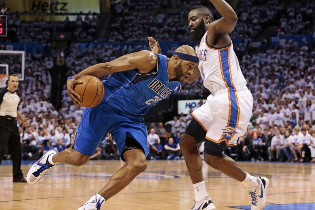 Vince Carter Getting Used to Being Mavs' Graybeard