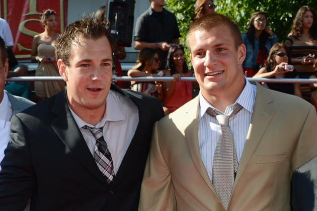 Gronk Avoids Engaging Older Brother in Trash Talk