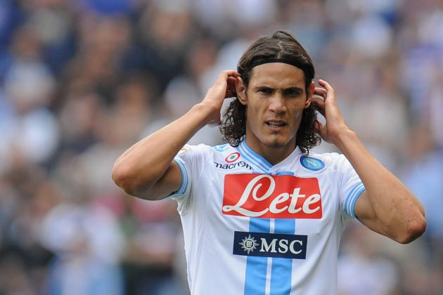 Edinson Cavani: Why He Cannot Reach the Level of Messi and Ronaldo