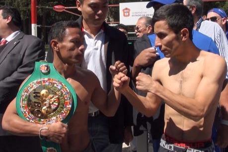 Adrian Hernandez Beats Kompayak Porpramook by TKO