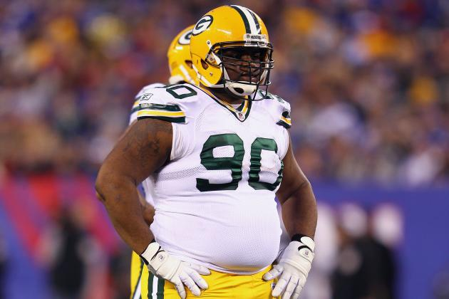 BJ Raji Leaves with Ankle Injury, Return Questionable