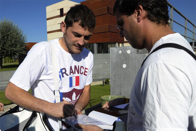 Iker Casillas Wears France Shirt to Training Ahead of World Cup Qualifier
