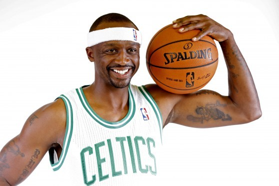 Video: Jason Terry Just Asks Random People for Autographs