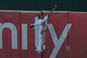 Coco Crisp Makes Exceptional Catch in Game 3 of ALDS