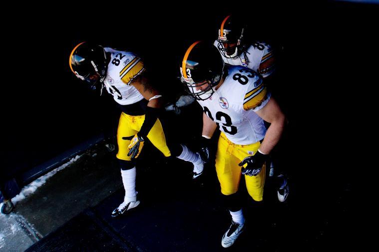 Steelers Release Tight End Weslye Saunders