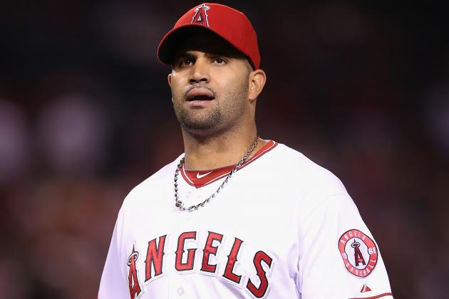 Pujols Has Minor Knee Surgery