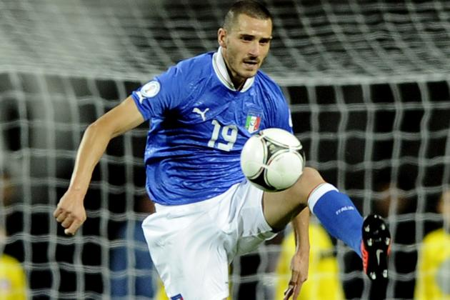 Juventus Defender Leonardo Bonucci Punches and Chases Armed Robber