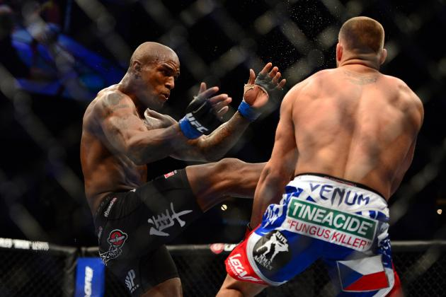 UFC 154: Is Francis Carmont Turning into a Middleweight Threat?