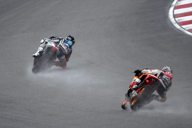 MotoGP 2012: Jorge Lorenzo Raises His Hand to Stop Malaysian Grand Prix