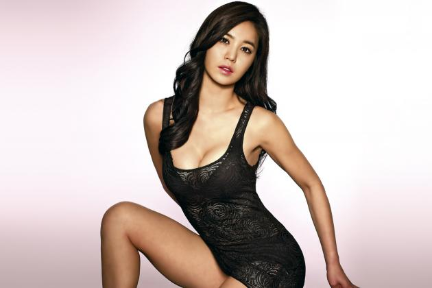 UFC Debut in China Features Korean Octagon Girl, Kang Ye-Bin