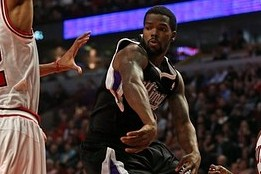 Aaron Brooks Breaks His Tooth Against the Bulls