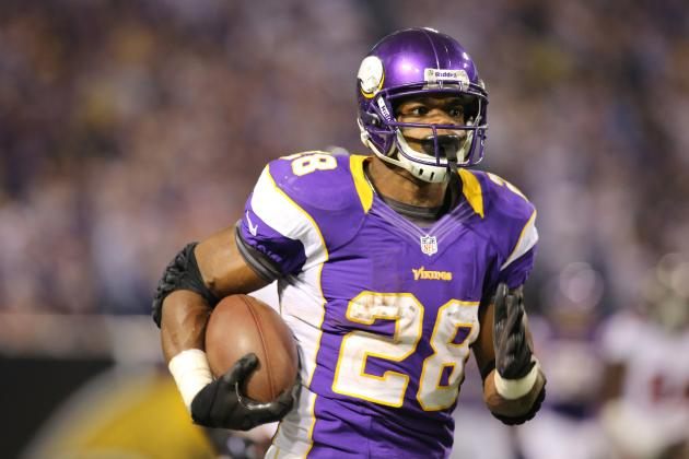 Adrian Peterson's Ankle Still Nagging, but Rushing Title Within Reach