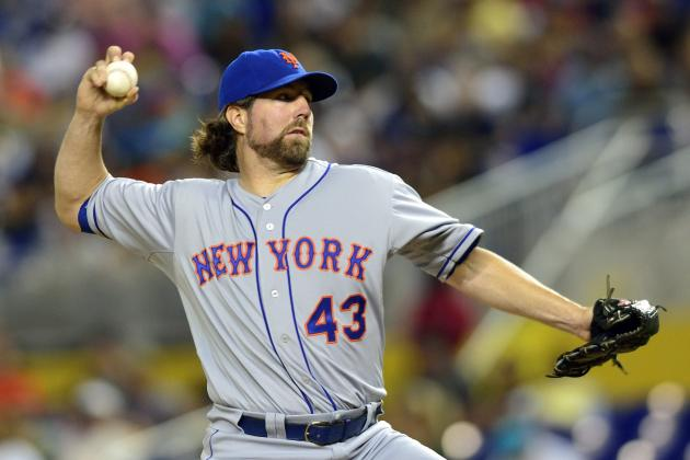 Should the New York Mets Trade R.A. Dickey This Offseason at Peak Value?