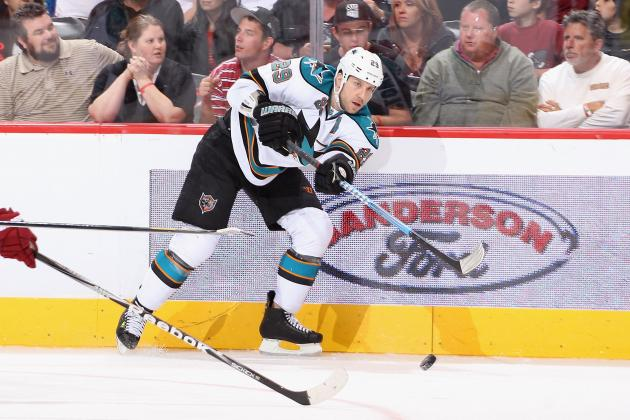 Sharks' Ryane Clowe Signs with Bulls