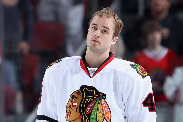 Chicago Blackhawks: Niklas Hjalmarsson to Europe, Eyes Turning to Jonathan Toews
