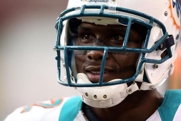 Dolphins' Reggie Bush Manages to Clown Buffalo Women Ahead of Game vs. Bills