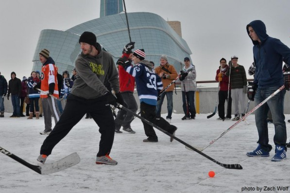 VIDEO: Mike Richards Plays Outdoor Hockey with Fans in Winnipeg
