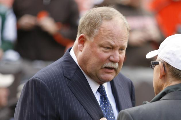 Browns Outgoing President Mike Holmgren Visits with Jerry Jones