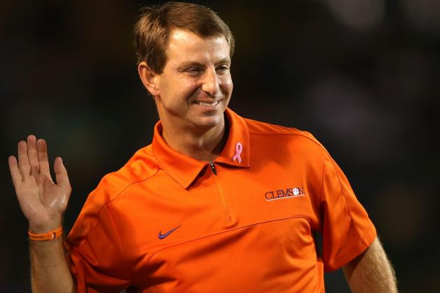 Spurrier, Swinney Play Nice During Week of Rivalry