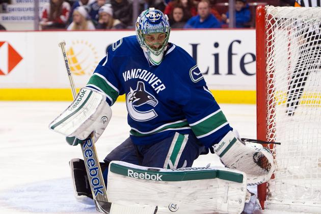 Roberto Luongo: Keeping Him Could Be Too Much of a Distraction for the Canucks