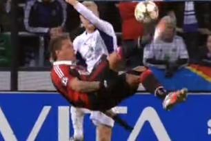 Philippe Mexes' out-of-This-World Overhead-Kick