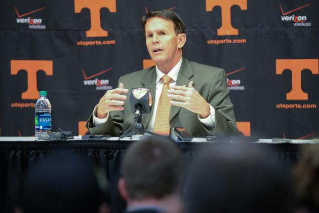 Bama Asst. Lance Thompson Surprises Tennessee's Jim Chaney on Call-in Radio Show