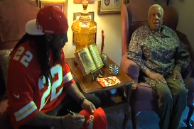 Dexter McCluster Gives out Turkey Gets Earful on Chiefs