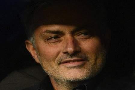 Mourinho and Maicon Mock Benitez