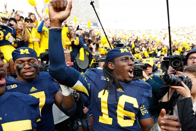 Denard Robinson Becomes NCAA's 2nd Leading Rusher for QBs