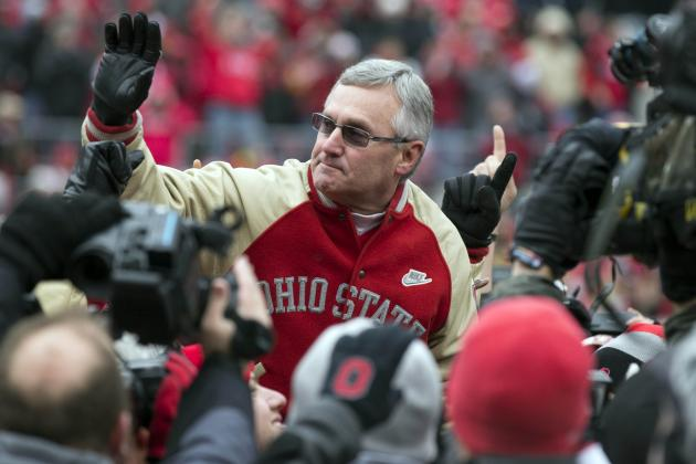 Tressel Receives Ovation in Return to Ohio State