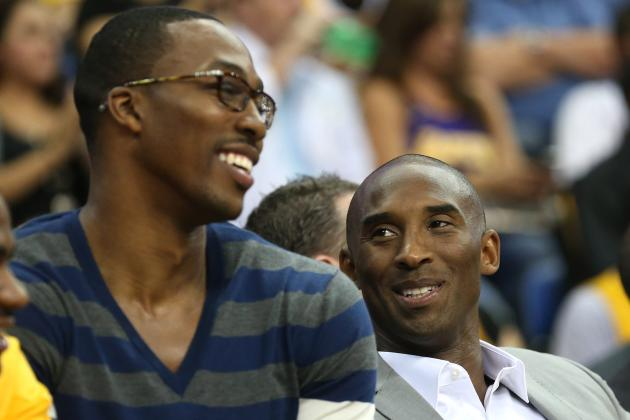Dwight Howard Clowns Kobe Bryant on Team Plane (VIDEO)