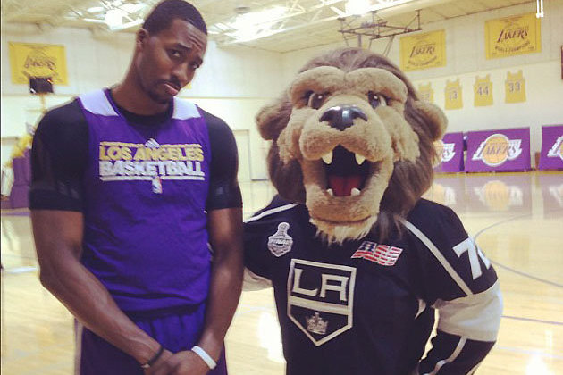 Dwight Howard Manages New Low in Losing Shooting Contest to Kings Mascot Bailey
