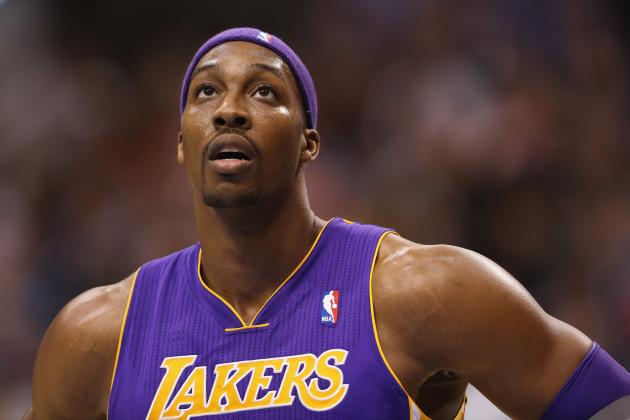 Dwight Howard Loses Shooting Contest to Kings Mascot Bailey
