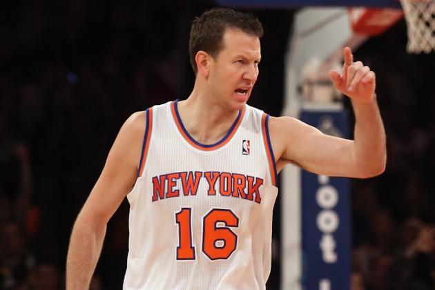 Reserves, Melo Lead Knicks Past Bucks