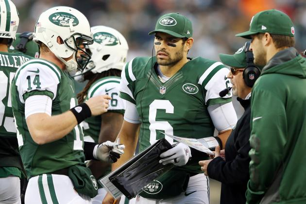 New York Jets QB Controversy Begins (Again) in Earnest, and Other AFC East News
