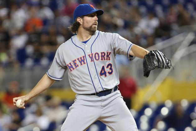 Mets in No Rush to Re-Sign R.A. Dickey